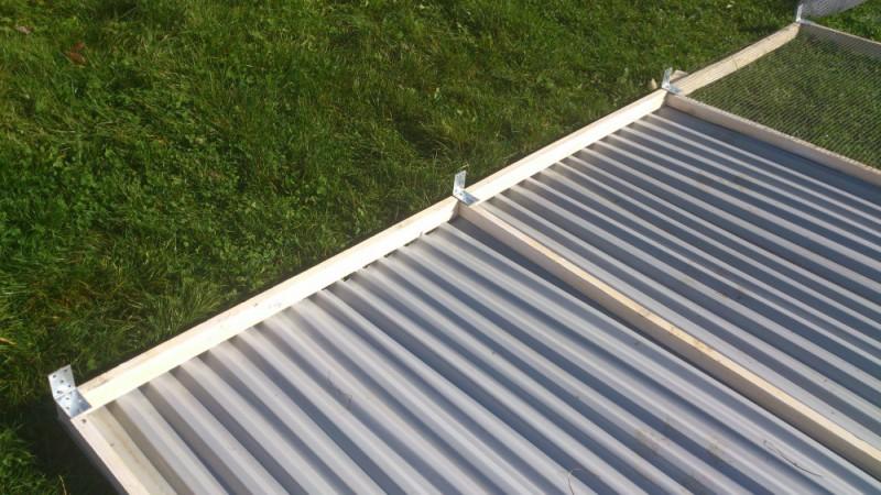 bitumenwellplatten schneiden bitumenwellplatten verlegen anleitung in 3 schritten dach decken. Black Bedroom Furniture Sets. Home Design Ideas