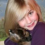 Kinder und Kaninchen